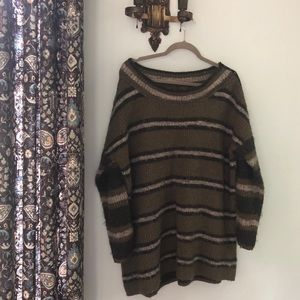 Free People oversized sweater. Size small